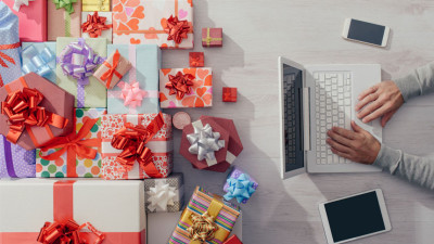 how to pitch for the holidays